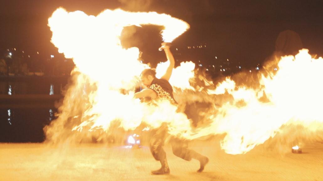 Flamme massive créé à l'aide d'une épée et beaucoup de poudre magique.